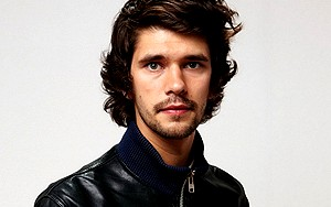 Ben Whishaw será Freddie Mercury no cinema